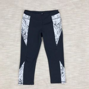 Athleta Gray Marble Print Capri